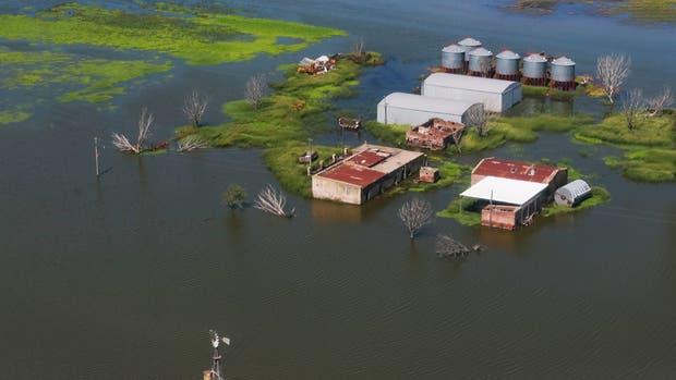 Se movilizan productores del sur cordobés para pedir obras contra inundaciones