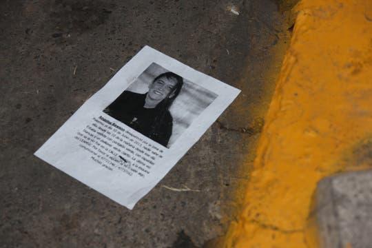 En la puerta de la Ceamse de Colegiales, un volante con la búsqueda de Angeles. Foto: LA NACION / Matías Aimar