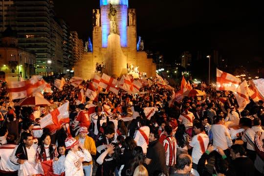 Los festejos de River campeón llegaron hasta Rosario. Foto: LA NACION / Marcelo Manera