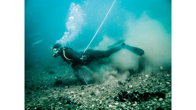 Pescadores artesanales de Madryn. Pescan en el golfo San José, en la Península Valdes.. Foto: LA NACION / Fernando Dvoskin