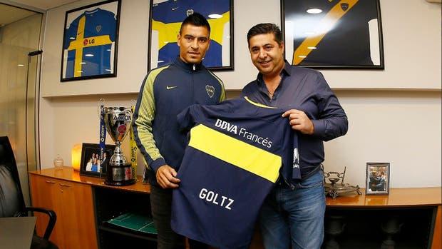 Paolo Goltz, con el presidente de Boca Daniel Angelici