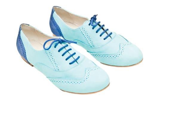 Zapatos abotinados (Viamo, $569)..