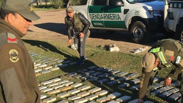 Secuestraron más de 800 kilos de cocaína