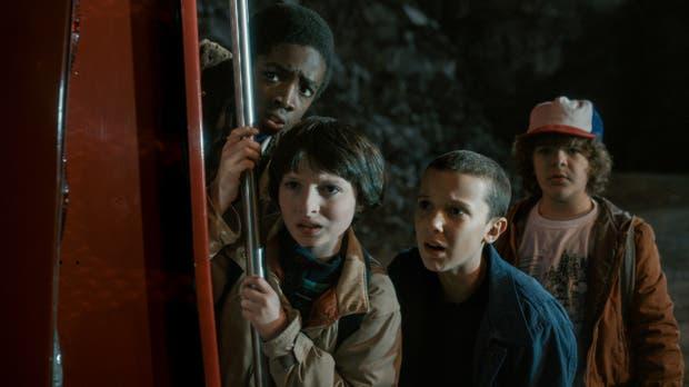 Los jóvenes protagonistas de la serie de Netflix