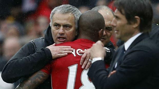 Mou ayudó al Tottenham, que presiona a Chelsea