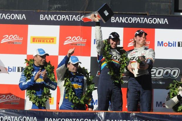 Girolami y Gialombardo festejan en lo alto del podio