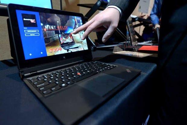 Una vista de la Thinkpad Helix, uno de los equipos híbridos 2 en 1 que están disponibles en la Argentina