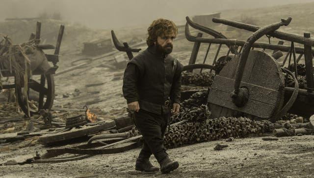 Tyrion camina entre los escombros ¿en busca de Jaime?