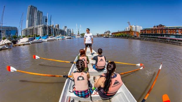 Desde un bote Puerto Madero se ve diferente