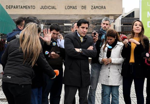 El abogado Lucio De la Rosa, en los tribunales de Lomas de Zamora, antes de acompa?ar a Marcos Bazán en su indagatoria