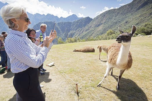 La directora gerente del FMI, Christine Lagarde, en una visita a Machu Picchu