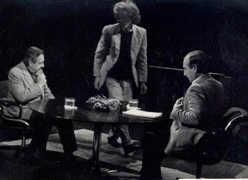 Tomás Eloy Martínez, durante una entrevista con Raúl Alfonsín. Foto: LA NACION