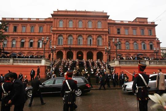 Salida del cortejo de la Casa Rosada. Foto: EFE