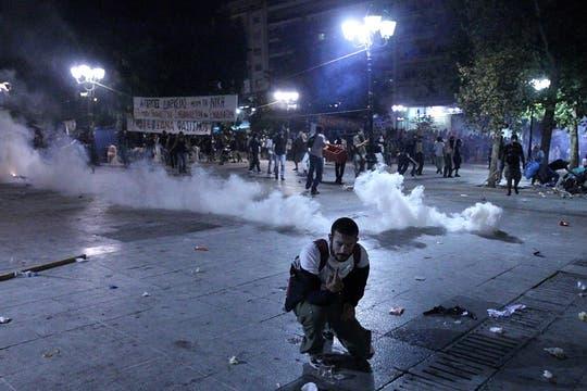 Manifestantes dispersados con gas pimienta. Foto: EFE
