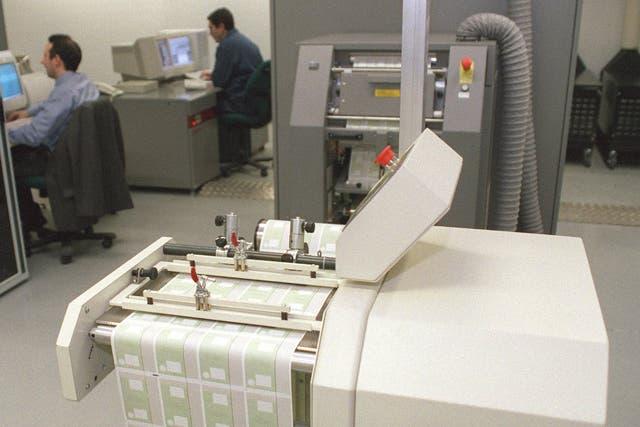 El sistema de Siemens para la confección de DNI licitado en los 90