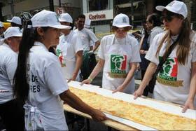 Maestros pizzeros cocinaron a beneficio de Asdra