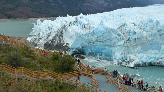 Miles de turistas se acercan a diario a disfrutar del espectáculo natural