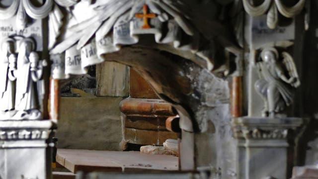 La tumba estaba cubierta, al menos desde 1555, por un revestimiento de mármol