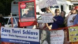 Uno de los casos más sonados de estado vegetativo fue el de Terri Schiavo, en Florida, EE.UU. La polémica en torno a si retirarle la alimentación dividió a una comunidad a lo largo de líneas éticas, religiosas y legales