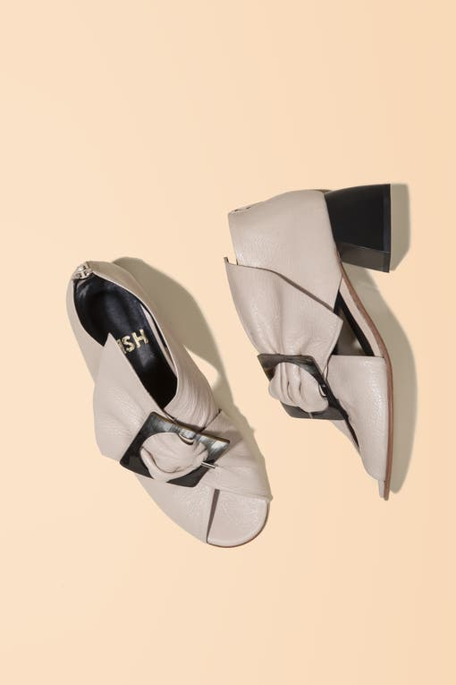 """Zapato de cabra italiana Marcelo Cantón (Mishka) """"Es un diseño romántico con aires retro, muy ADN Mishka."""". Foto: Lucas Kirby"""