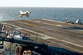 Aviones Super Etendard y Tracker sólo tocaron la cubierta