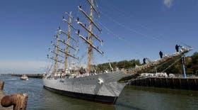 La Fragata Libertad atracó en el puerto de Bouogne-sur-Mer, en homenaje a San Martín