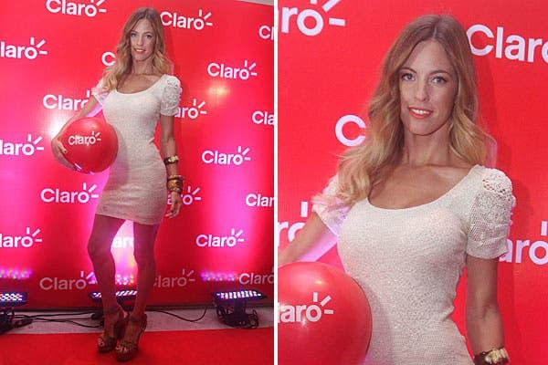 Con un vestido corto y súper ajustado y sandalias altísimas en color suela, Rocío Guirao Díaz tampoco se perdió la fiesta de Claro en Mar del Plata. Foto: gentileza Muchnik
