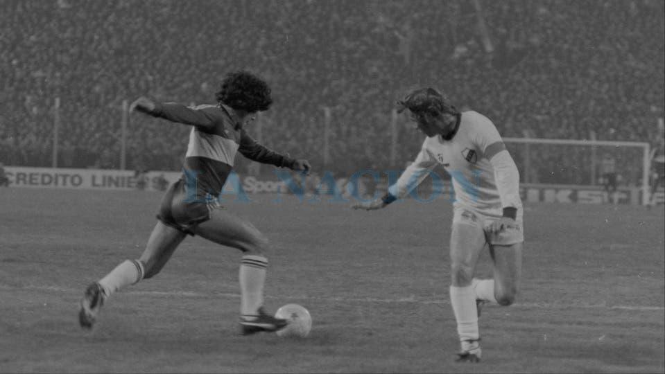 5-6-1981: goleada 4 a 0 a Platense en la cancha de Vélez.. Foto: LA NACION