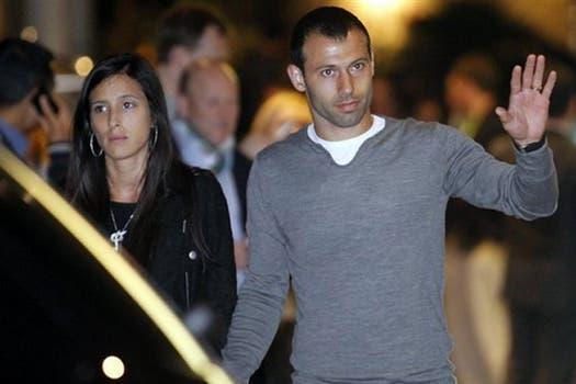 Mascherano, con su mujer. Foto: Mundo Deportivo