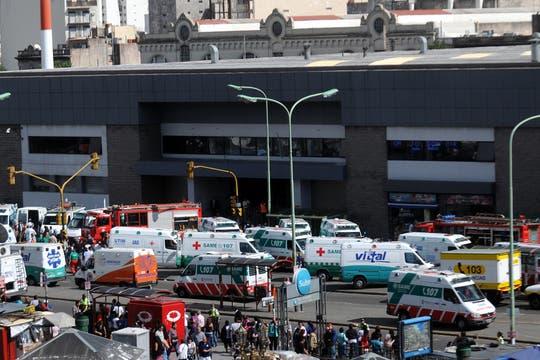 Un tren no logró frenar al llegar a la estación de Once, hay cientos de heridos y varios muertos. Foto: DyN