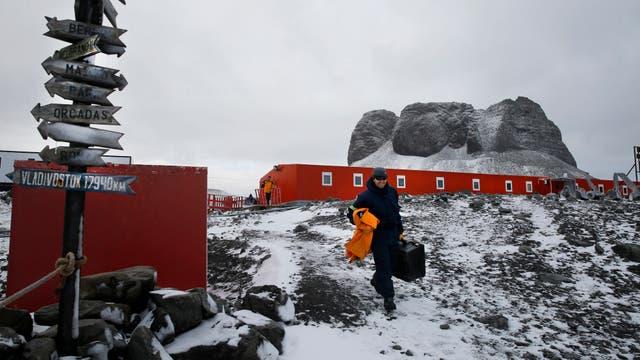 Instalaciones de la  base Carlini. Un miembro del ejercito Argentino llega para pasar el invierno en la Base. Foto: LA NACION / Fernando Gutierrez