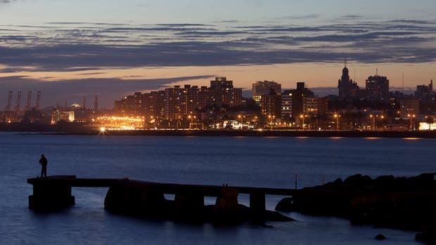 Montevideo al anochecer