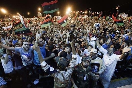 Los rebeldes alcanzan la simbólica Plaza Verde en el centro de Trípoli. Foto: AFP
