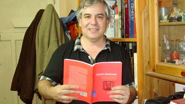 El investigador del Conicet Alberto Díaz Añel escribió Ciencia monstruosa