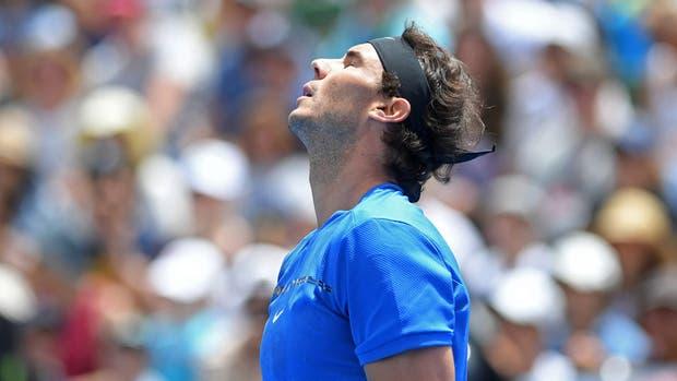 Rafael Nadal sufrió una caída inusual pero se mostró tranquilo — Australia