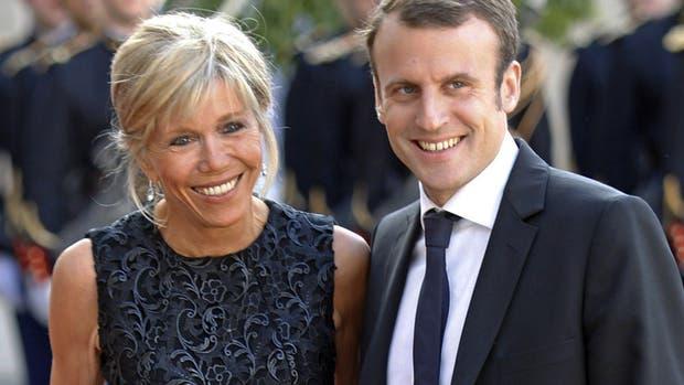 Brigitte y Emmanuel Macron, la nueva pareja presidencial de Francia