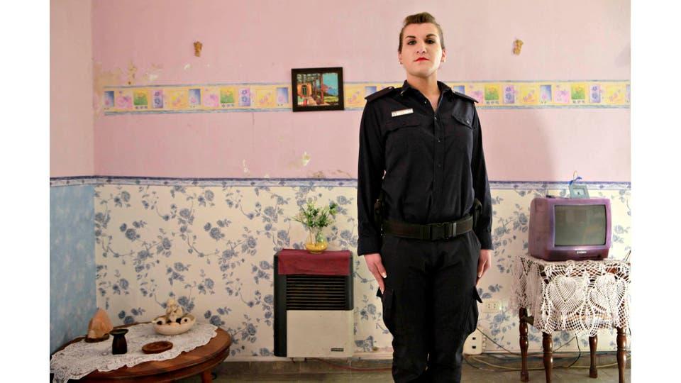 Malena Salome Iglesias se desempeña en la Comisaría de la Mujer de La Plata. Es la primer trans en ser incorporada a la Policía de la Provincia de Buenos Aires. Pcia de Buenos Aires, octubre 2016. Foto: Gonzalo Mainoldi