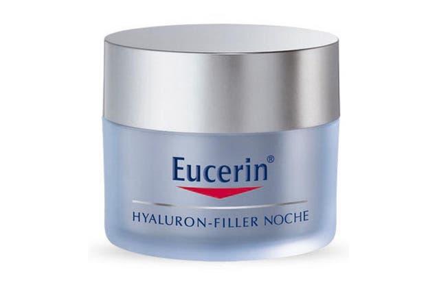 Hyalluron filler, crema de noche. Genera efecto relleno en las arrugas del cuello y el escote. $670, Eucerin.