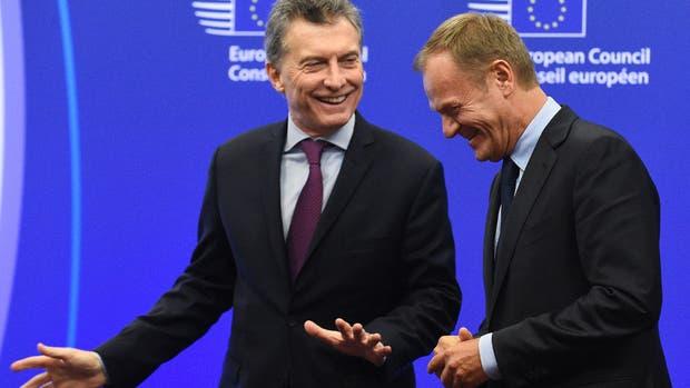 Macri, ayer, en Bruselas, junto al polaco Donald Tusk, presidente del Consejo Europeo