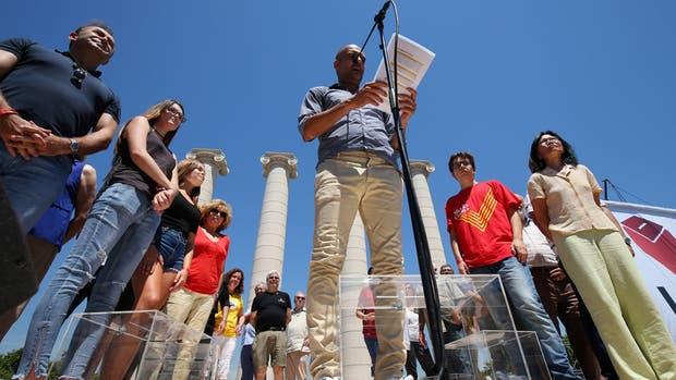 Guardiola, entre urnas de acrílico, dio un discurso ante el pueblo catalán