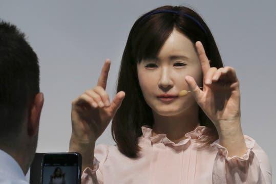 Aiko Chihira es una ginoide capaz de expresarse a través de un lenguaje de señas y, de esta forma, asistir a visitantes hipoacúsicos. Foto: AP