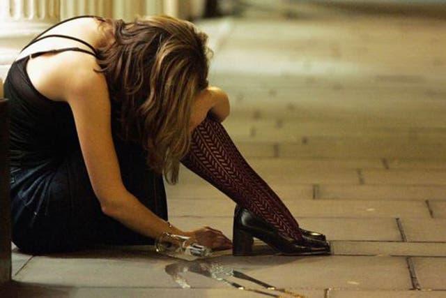 Las personas con problemas de alcoholismo tienen más riesgo de engancharse a las redes sociales