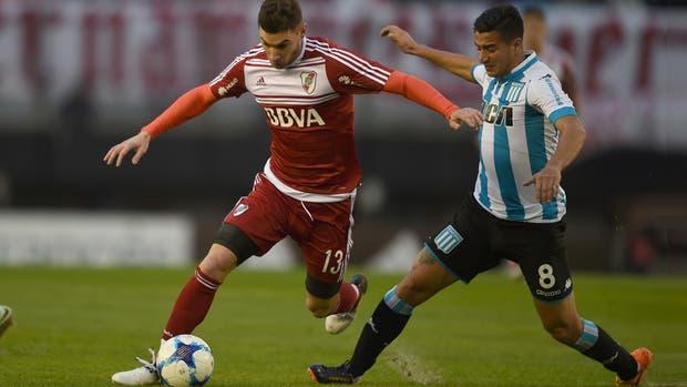 Lucas Alario quiere arrancar ante González y levanta arena de un Monumental que tuvo el campo en muy mal estado
