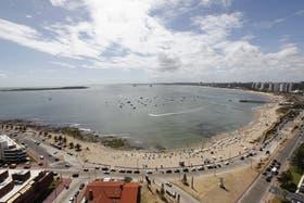 Los turistas argentinos suelen visitar las playas de Punta del Este