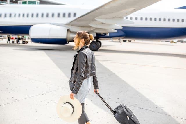 Abandonar el avión cuando corresponde y no apenas se aterriza es esencial para ser considerado con el resto