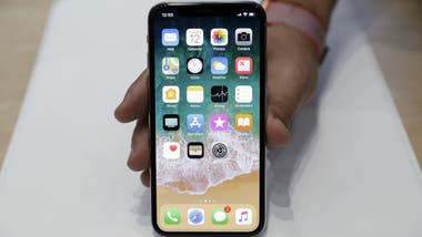 The iPhone Ks does not have a start button and instead gestures on the screen are used instead