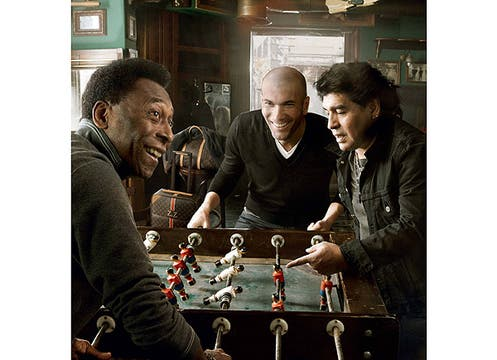 Diego Maradona, Pelé y Zinedine Zidane se desafían al metegol para la campaña de la firma francesa. Foto: Gentileza Grupo Brandy