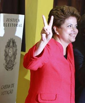 La candidata oficialista, Dilma Rousseff, después de votar en un centro de Porto Alegre. Foto: Reuters