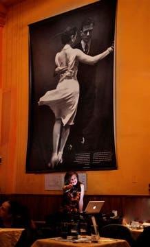 Las mujeres son cada vez más las que se animas a incursionar en el rubro DJ´s tangueros, Silvia Ceriani. Foto: Guillermo Monteleone
