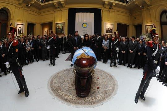 Cristina junto a su familia despide los restos de su marido, el ex presidente de la Nación, Néstor Kirchner. Foto: Presidencia de La Nación